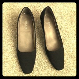 Black heels-COMFY! Low Heel